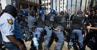 Afrique du Sud: Police et étudiants  se sont frottés devant le Parlement !