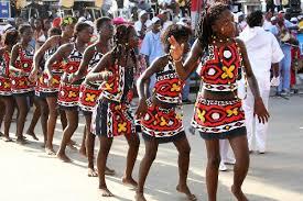 Carnaval de Luanda en Angola, un demi-million de préservatifs distribués