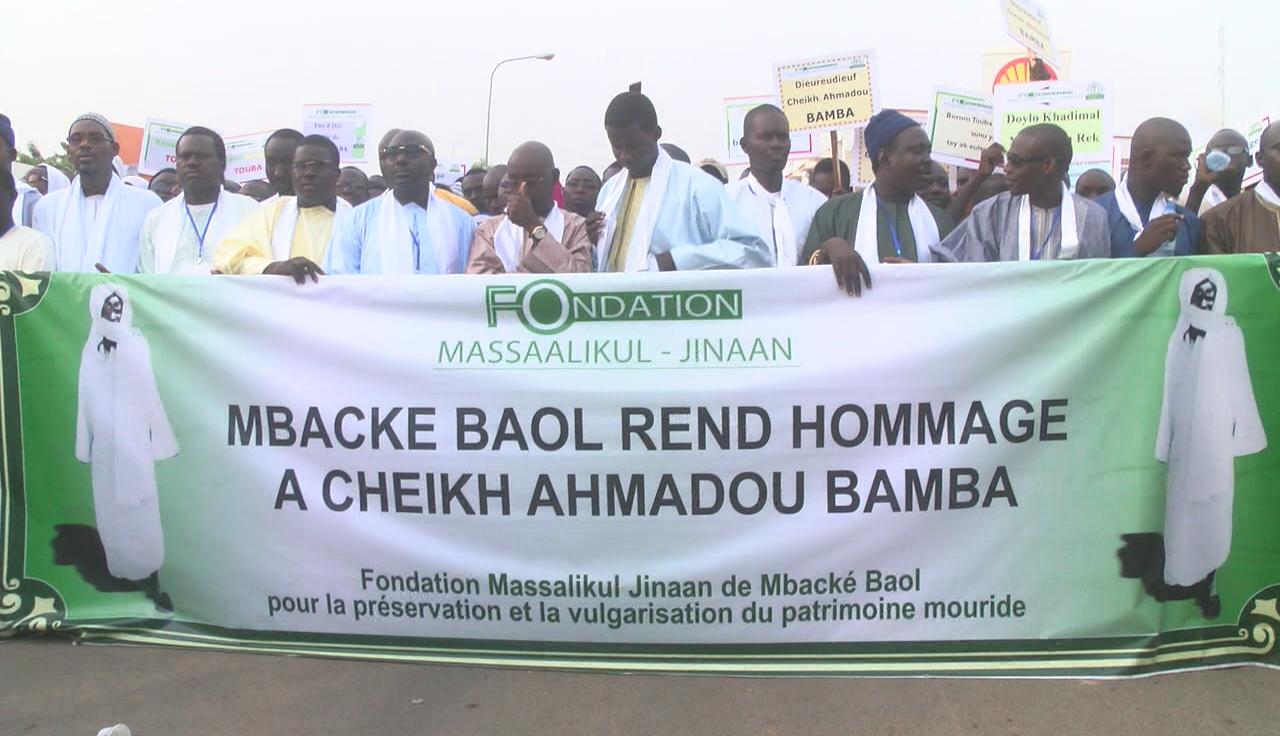 Marche de la Dahira Massalikoul Jinaan de Mbacké en live sur www.7infos.com