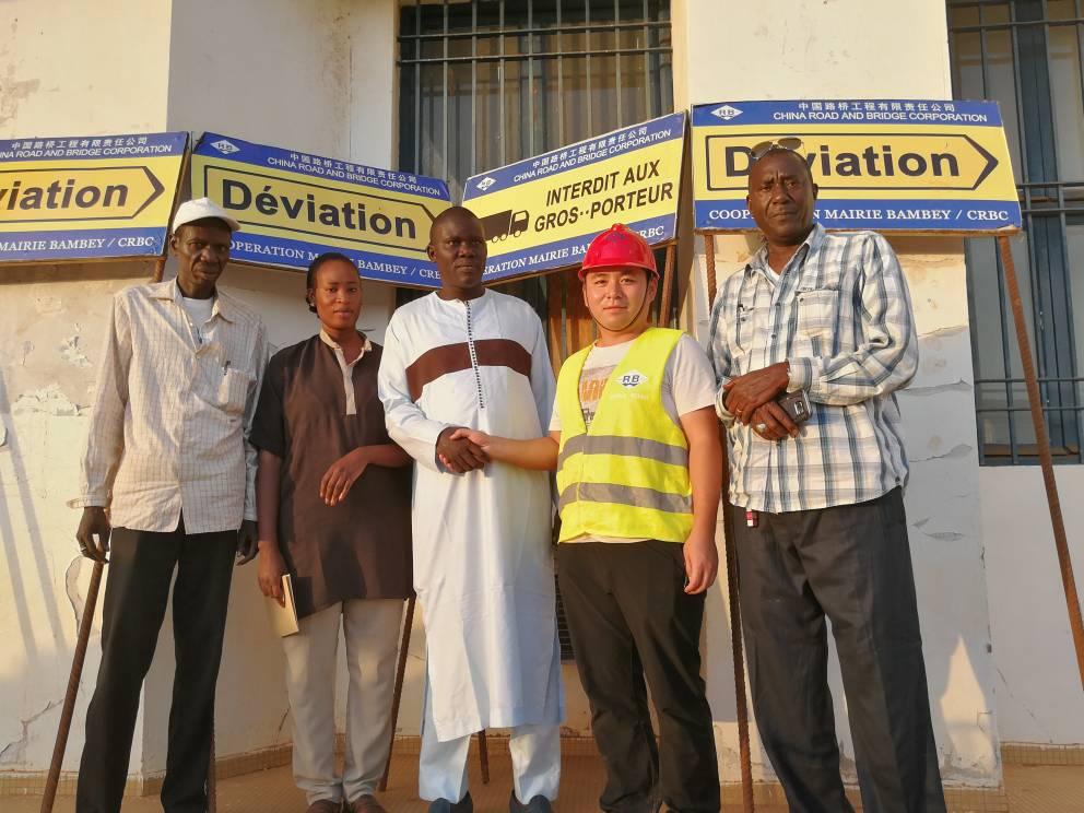 Sécurité routière : La société CRBC confectionne des panneaux de signalisation pour les usagers de Bambey