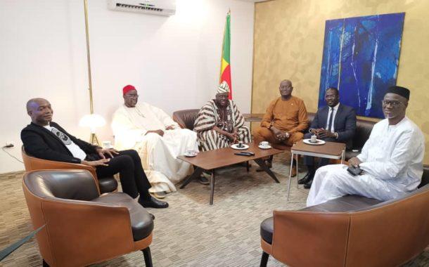 SEM Moustapha Cissé Lo et des parlementaires de la CEDEAO    à Cotonou pour rendre hommage à Alain De Souza ancien président la commission de la CEDEAO.