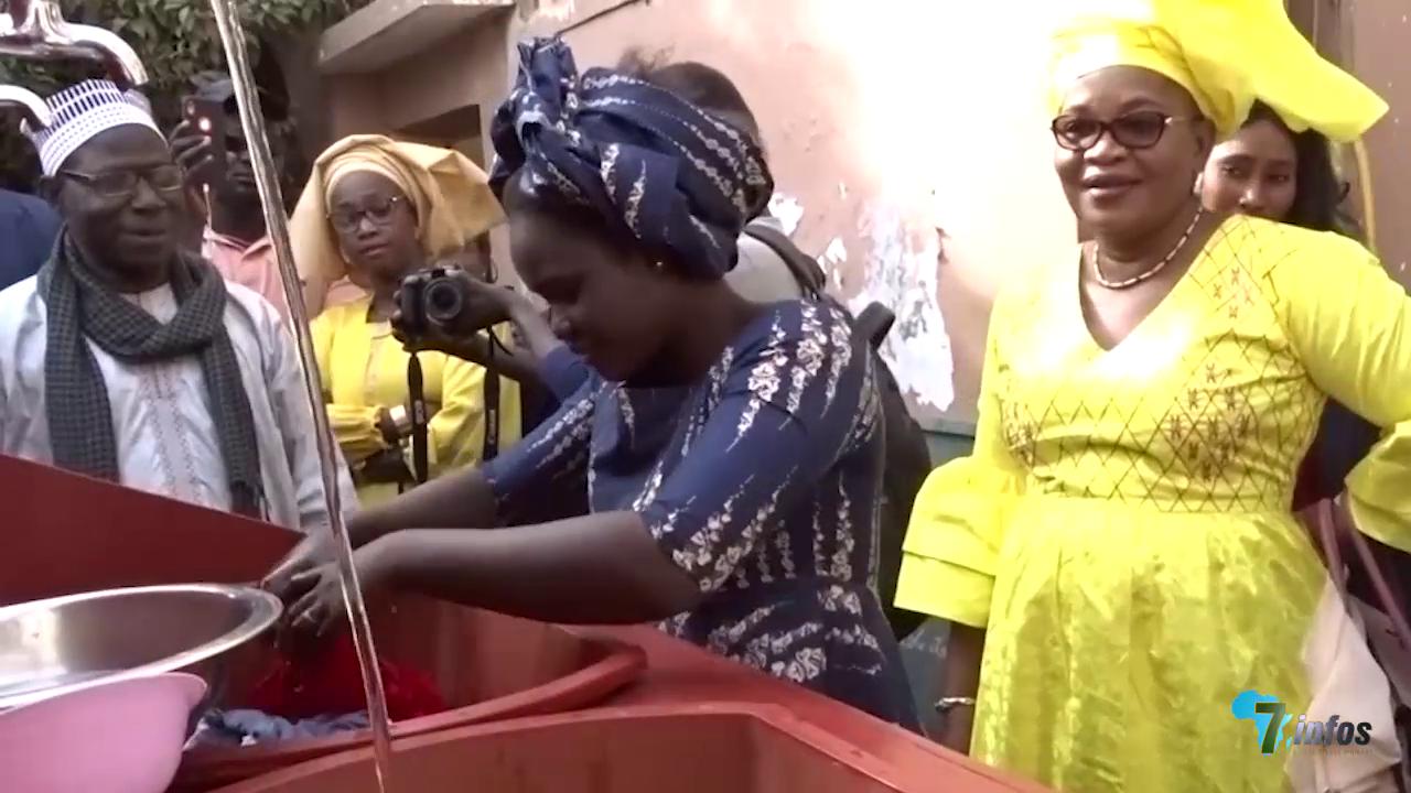 L'honorable Aissatou Mbodj à Bargny pour visiter une machine inventée par un jeune sénégalais