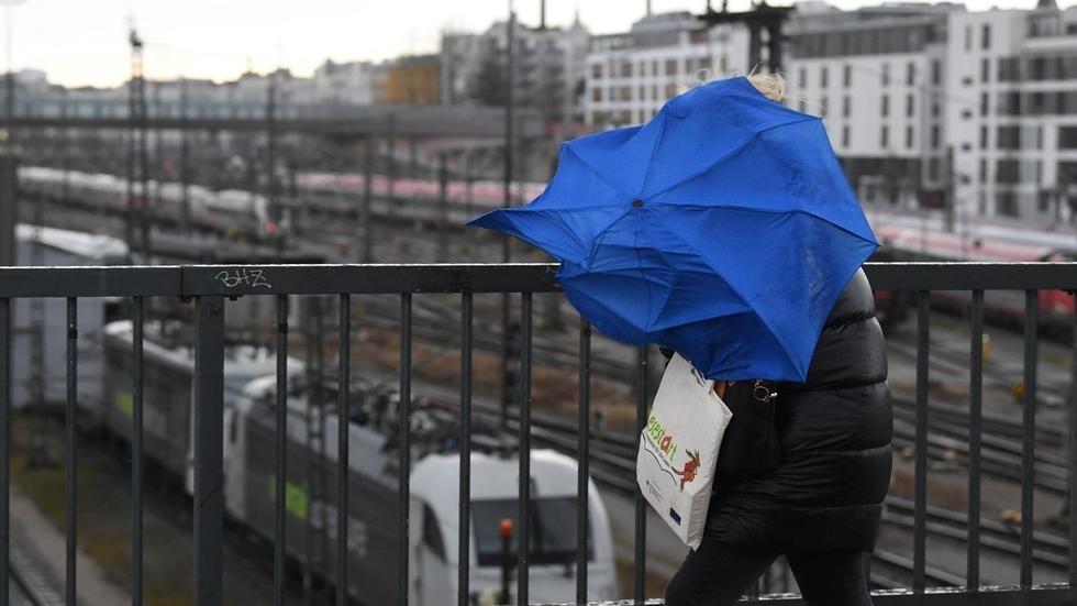Ciara: la tempête déferle sur l'Europe et fait plusieurs morts