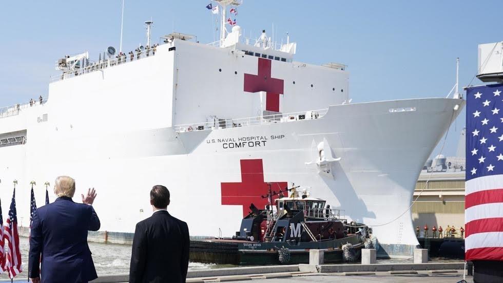 Coronavirus: le navire-hôpital militaire USNS Comfort fait route vers New York